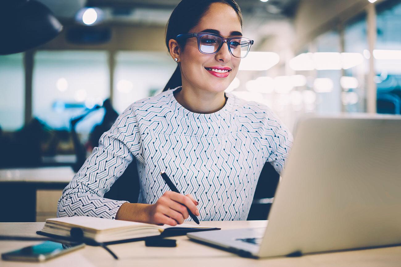 Insurance-Arizona-woman-learning