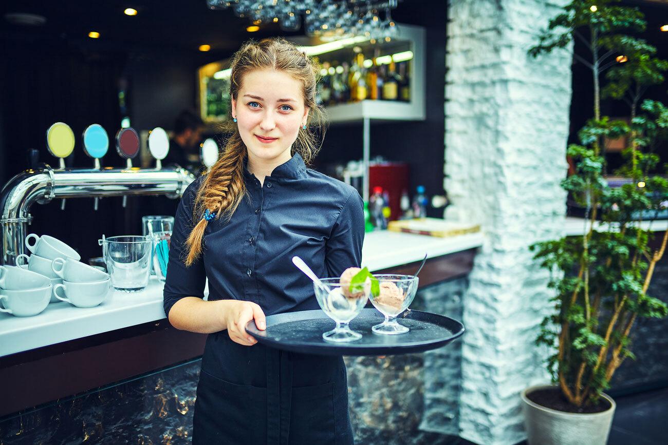 Food-Beverage-Illinios-Waitress